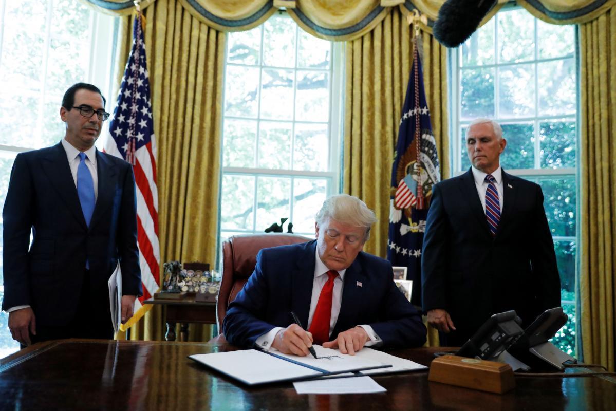 Újabb Irán elleni szankciókat szignált Donald Trump